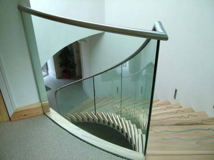 Glasbalustrade trap