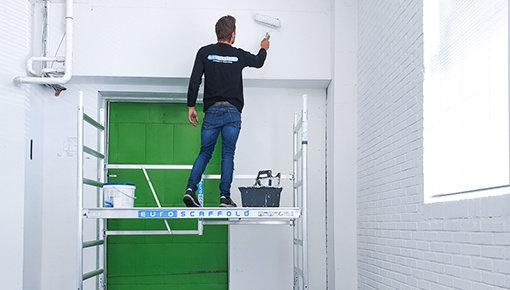 Veilig werken met een ladder of steiger in huis