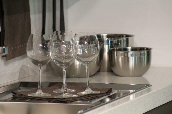 Zo verzorg je het glaswerk in je keuken