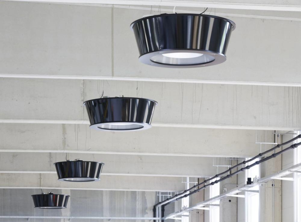 infrarood verwarmingspaneel aan het plafond